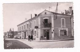 Rare CPM Années 1950 Saint-Genis-d'Hierac, Charente, Rue Principale, Café Grenet - Altri Comuni