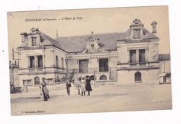 Jolie CPA Animée Segonzac, Charente, Hôtel De Ville, écrite En 1921 - Altri Comuni