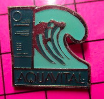 1012c Pin's Pins / Beau Et Rare / THEME : MARQUES / SHAMPOING AQUAVITAL - Trademarks