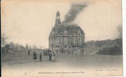 AT 775   C P A - DECAZEVILLE     (12)   PLACE  DECAZES ET HOTEL DE VILLE - Decazeville