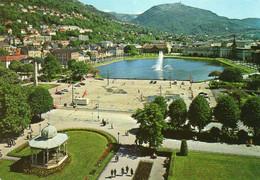 Norwegen: Blick Auf Bergen Mit Festplatz - Norway