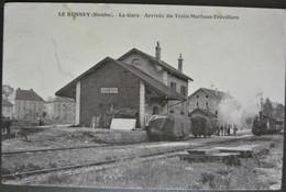 CPA 25 - LE RUSSEY ( Doubs) La Gare - Arrivée Du Train Morteau à Trévillers ( Locomotive à Vapeur ) Achat Immédiat - Otros Municipios
