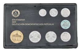 DDR: 1986, Kursmünzensatz In Schwarzer Plastikhülle In Stempelglanz. Die Auflage Beträgt Nur 7.000 S - Ohne Zuordnung