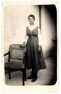 01 LAGNIEU - Jeune Femme - Carte-photo ( Photo Gaymar à Lagnieu) - Andere Gemeenten