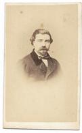 CDV - Homme à Moustache Et Barbe - Ft 10,5 X 6 Cm (Photo Vor Cochez à Beaune) - Oud (voor 1900)
