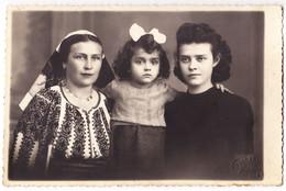 Antique Photo - PC Size - Foto Pelisor - Bucuresti - Romania - Mother With 2 Sisters - Oud (voor 1900)