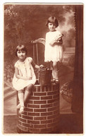 Antique Photo - PC Size - Gheorghe Jeciu - Tulcea - Romania - Two Sisters Sitting On A Fountain - Oud (voor 1900)