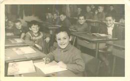 PHOTO    - Enfants  à L ' école  En 1960  à Identifier - Fotografía