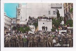 CP ALGERIE ALGER Fete Nationale Algerienne Du 1er Novembre 1962 La Foule Devant L'Office National Algerien Du Tourisme - Algiers