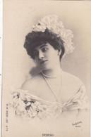 """ARTISTE .THEATRE.CPA. ANNÉES 1900."""" DEBEAU """". COIFFURE. MODE. PHOTO D'ART REUTLINGER 1901 PARIS . - Künstler"""