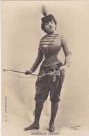"""ARTISTE .THEATRE.CPA .ANNÉES 1900."""" MARCELLE LENDER """".TENUE CIRQUE . PHOTO D'ART REUTLINGER PARIS . - Künstler"""