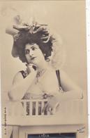 """ARTISTE. THEATRE.CPA .ANNÉES 1900."""" LYDIA """".COIFFURE . PHOTO D'ART REUTLINGER PARIS . - Künstler"""