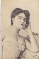 """ARTISTE. THEATRE.CPA .ANNÉES 1900."""" DELILLE """".BEAUTE. MODE . PHOTO D'ART REUTLINGER PARIS . - Künstler"""