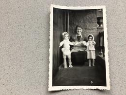 Photo D'époque Femme Avec 2 Poupées Anciennes - Fotografía