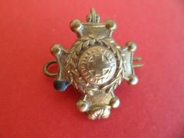 Insigne Militaire Royal Artillery - Artillerie - Service De Santé Infirmier Médical - Grossbritannien