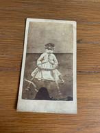 Photo Enfant Au Youpala Et Au Chapeau - Anciennes (Av. 1900)