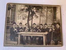 Les Chapeaux Ronds Un Verre à La Main - Anciennes (Av. 1900)