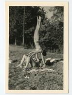 Snapshot Femme Woman Maillot Bain Equilibre Cirque Gymnastique Sexy Poirier Vacances Bronzage Exercice Nature Bikini - Anonyme Personen