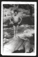1781 - Young MAN In Swimsuit At The River - Photo Postcard 1950's - Anonyme Personen