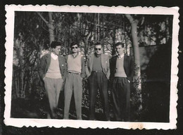 1792 - MEN Together With Sunglasses And His Hands In Pockets - Photo 8x6cm 1940's - Anonyme Personen