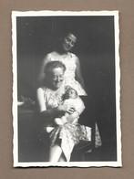 PHOTO 10 X 7 Cm De 1958.. FEMMES, BEBE - Anonyme Personen