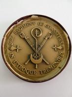 SUPERBE Médaille Commémotative Du 2ème Régiment De Chasseurs, En Bronze - Frankreich