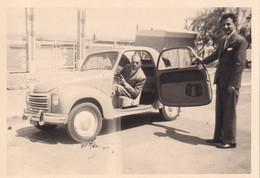 Foto Di Auto D'epoca Con Persone Al Suo Interno E Adiacente - Cm 10 X 7 Circa - Automobile
