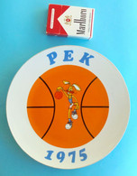 FIBA EURO BASKET 1975 Yugoslav Old Porcelain Plate With Mascot 1970's * Basketball Basket-ball Pallacanestro Baloncesto - Bekleidung, Souvenirs Und Sonstige