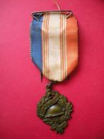 Décoration UNC Union National Des Combattants Et Son Ruban Tricolore - Frankreich